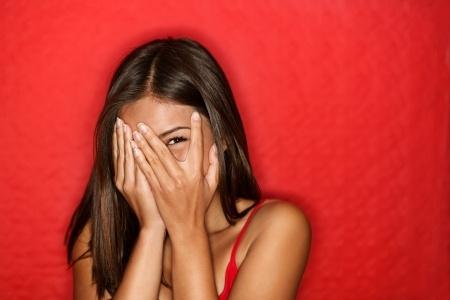 Soy muy introvertida y esto afecta a mis relaciones ¿Se puede tratar la timidez?